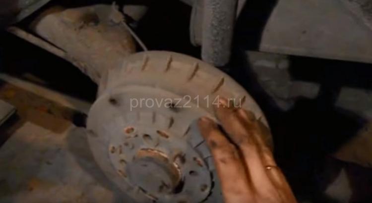 Как происходит замена задних колодок на ваз 2114 1