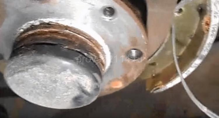 Как происходит замена задних колодок на ваз 2114 12