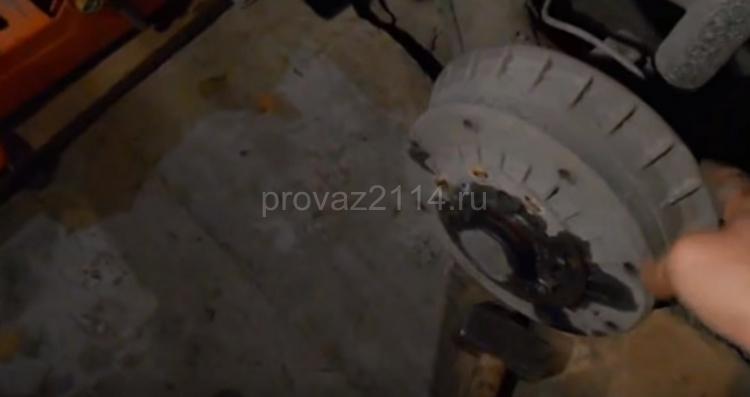 Как происходит замена задних колодок на ваз 2114 4