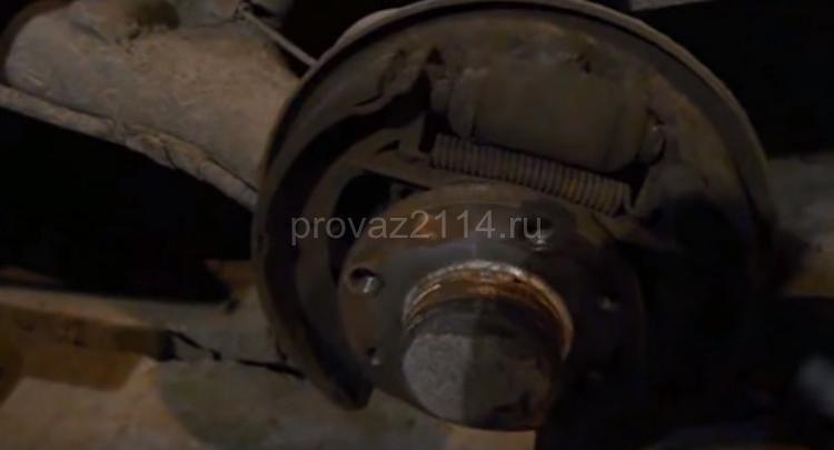 Как происходит замена задних колодок на ваз 2114 6