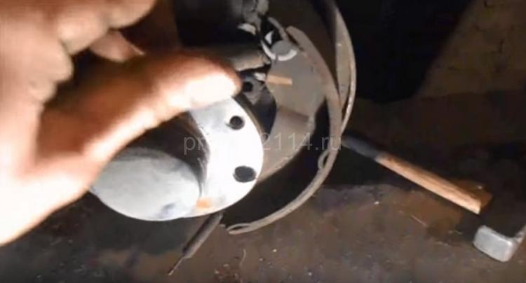 Как происходит замена задних колодок на ваз 2114 7