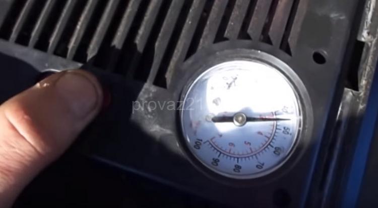 Процесс прокачки тормозов в одиночку 7
