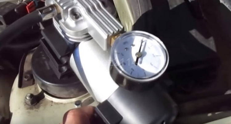 Процесс прокачки тормозов в одиночку 9