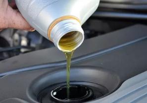 Долить или полностью заменить масло
