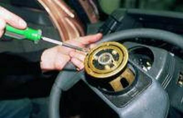 Демонтаж рулевой колонки с промежуточным валом 11